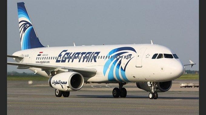 Αεροπειρατεία σε πτήση της Egypt Air: Ζωσμένος με εκρηκτικά ο Λίβυος αεροπειρατής