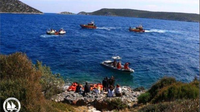 Σάμος: Καθάρισαν τις δυσπρόσιτες ακτές από σωσίβια και βουλιαγμένες βάρκες