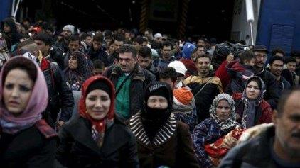 Λιμενικοί: Άγνωστοι παροτρύνουν πρόσφυγες να μην φεύγουν από τον Πειραιά