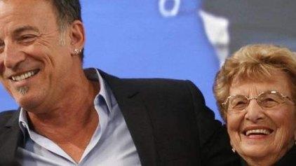 Ο Σπρίνγκστιν «ρόκαρε» με την 90χρονη μητέρα του