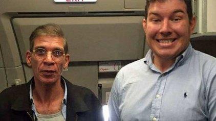 Βρετανός πόζαρε χαμογελώντας με τον αεροπειρατή της EgyptAir