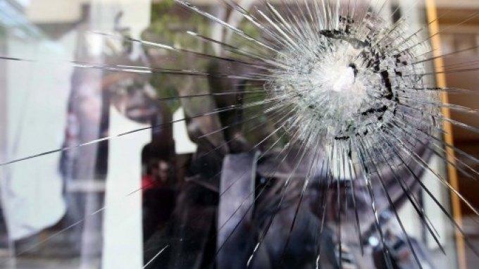 Πυροβολισμοί μέσα στη νύχτα - Έριξε τρεις βολές σε σπίτι και αυτοκίνητο