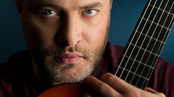 Ο Παναγιώτης Μάργαρης μάς ταξιδεύει στη μαγεία της κιθάρας