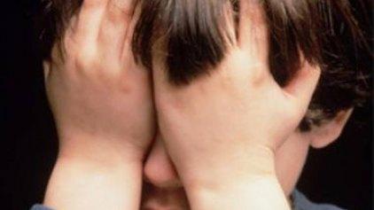 Πατέρας βίαζε το γιο του και αναρτούσε υλικό στο διαδίκτυο!