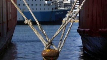 Δεμένα τα πλοία στο λιμάνι