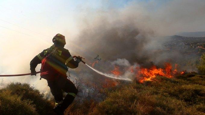 Θέμα χρόνου η πλήρης κατάσβεση της φωτιάς στη Βιάννο