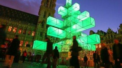 Αντιδράσεις για το hi tech χριστουγεννιάτικο δέντρο στις Βρυξέλλες