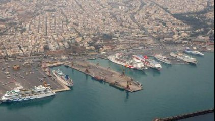 Άσπρος...καπνός στο λιμάνι του Ηρακλείου!