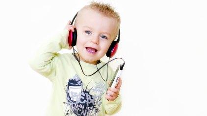 Γιατί «κολλάνε» στο μυαλό μας συγκεκριμένα τραγούδια;