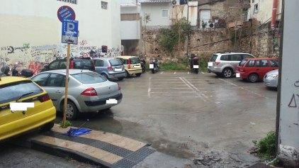 Πέταξαν έξω τα δίκυκλα και παρκάρουν αυτοκίνητα!