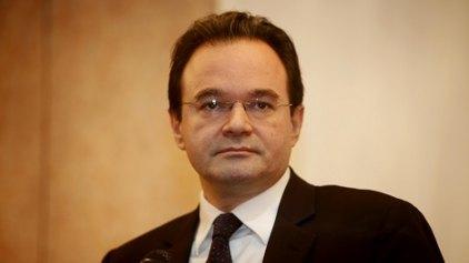 """Τι γράφουν διεθνή ΜΜΕ για τον """"υπουργό που προστάτευε συγγενείς του"""""""