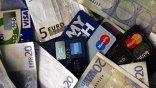 Υποχρεωτική χρήση καρτών για όλες τις συναλλαγές εξετάζει η κυβέρνηση