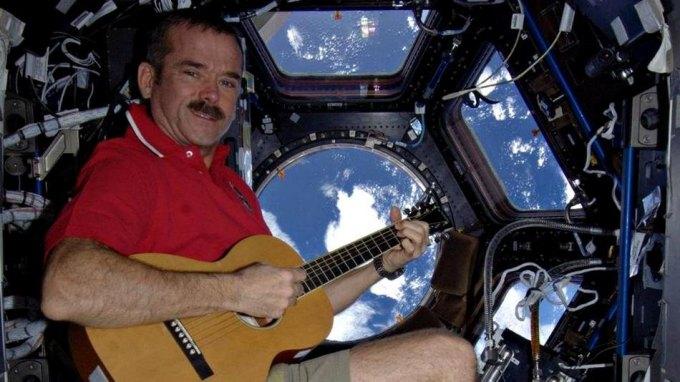 Τραγούδησε στο ... διάστημα!