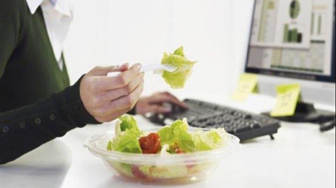 Η γεύση του φαγητού αλλάζει όταν αποσπάται η προσοχή μας