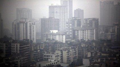 Πυκνή αιθαλομίχλη πνίγει το Πεκίνο