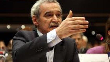 Ο Χουντής θέτει θέμα νομιμότητας στην πώληση των 14 αεροδρομίων