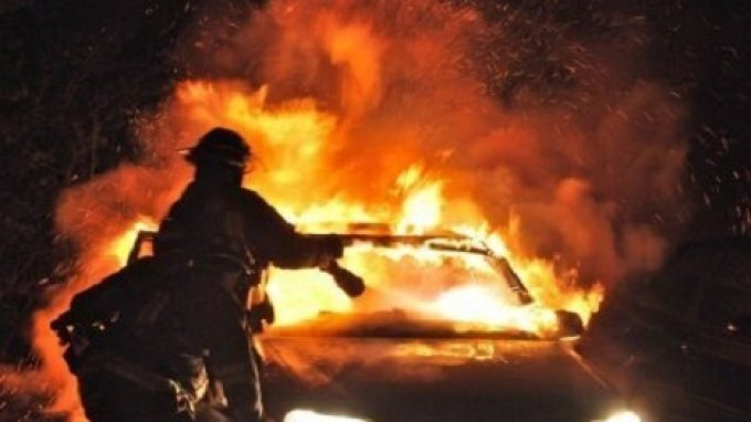 Αυτοκίνητο τυλίχτηκε στις φλόγες εν κινήσει