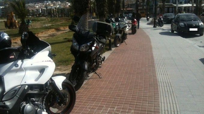 Κατάληψη στους ποδηλατόδρομους ... για ένα φρέντο καπουτσίνο!