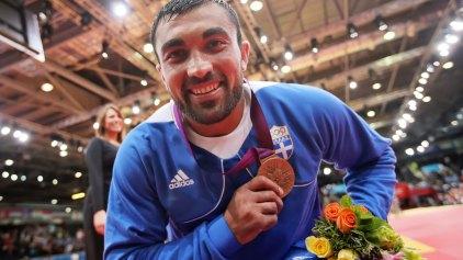 Ο Ηλιάδης παρέδωσε το Ολυμπιακό του μετάλλιο στη μονή Βατοπαιδίου!
