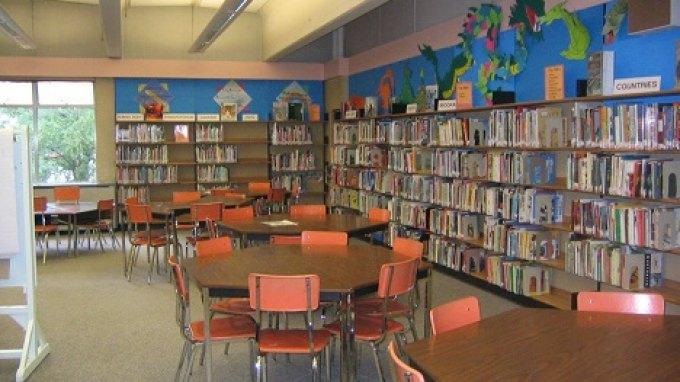 «Εδώ δεν είναι βιβλιοθήκη...είναι ένα καταφύγιο φανταστικών φίλων»