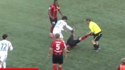 Επόπτης πέταξε το σημαιάκι και έδειρε ποδοσφαιριστή!