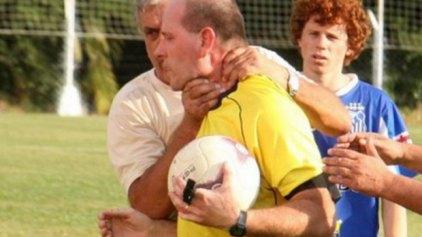 Προπονητής επιχειρεί να πνίξει διαιτητή!