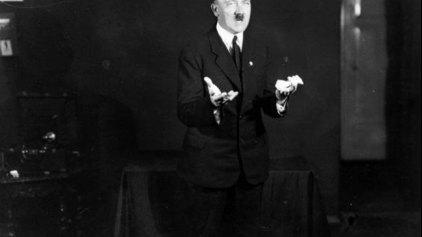 Είχαμε και ένα πορτρέτο του Χίτλερ για να...μην ξεχνιόμαστε!