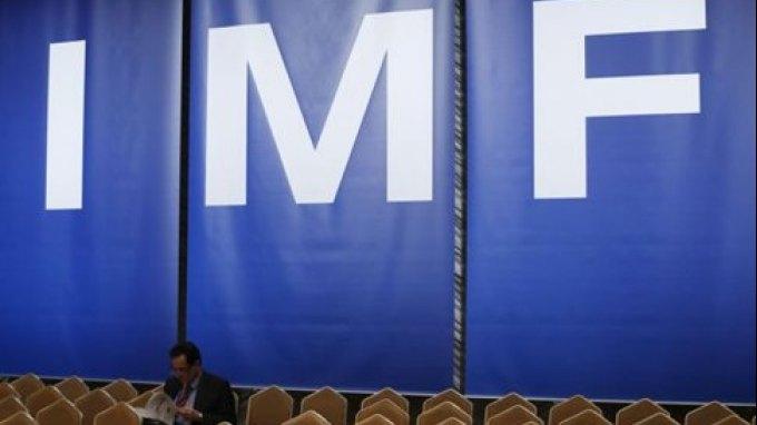 Κατάργηση της τρόικας, με έξοδο του ΔΝΤ, ζητά η επίτροπος Ρέντινγκ