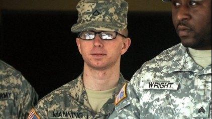 Ο στρατιώτης Μάνινγκ απαλλάχτηκε για την κατηγορία της βοήθειας στον εχθρό
