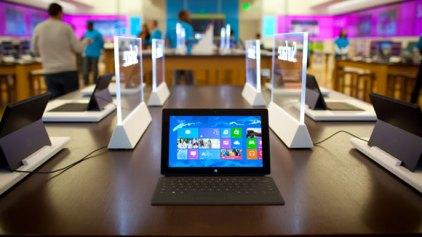 Η Microsoft πούλησε μόλις 1.7 εκατ. Surface tablets από τον περασμένο Οκτώβριο…