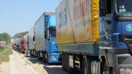 Χιλιάδες φορτηγά απέκλεισαν τις εθνικές οδούς στη Γαλλία